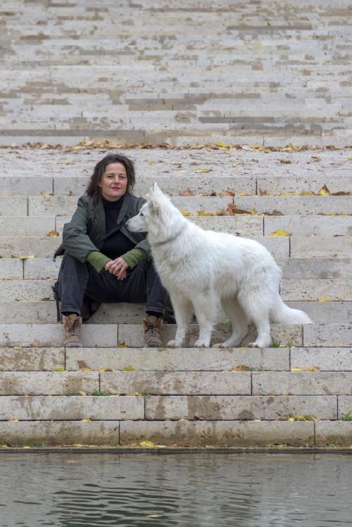 kunstenares Birthe Leemeijer met hond, nov 2018
